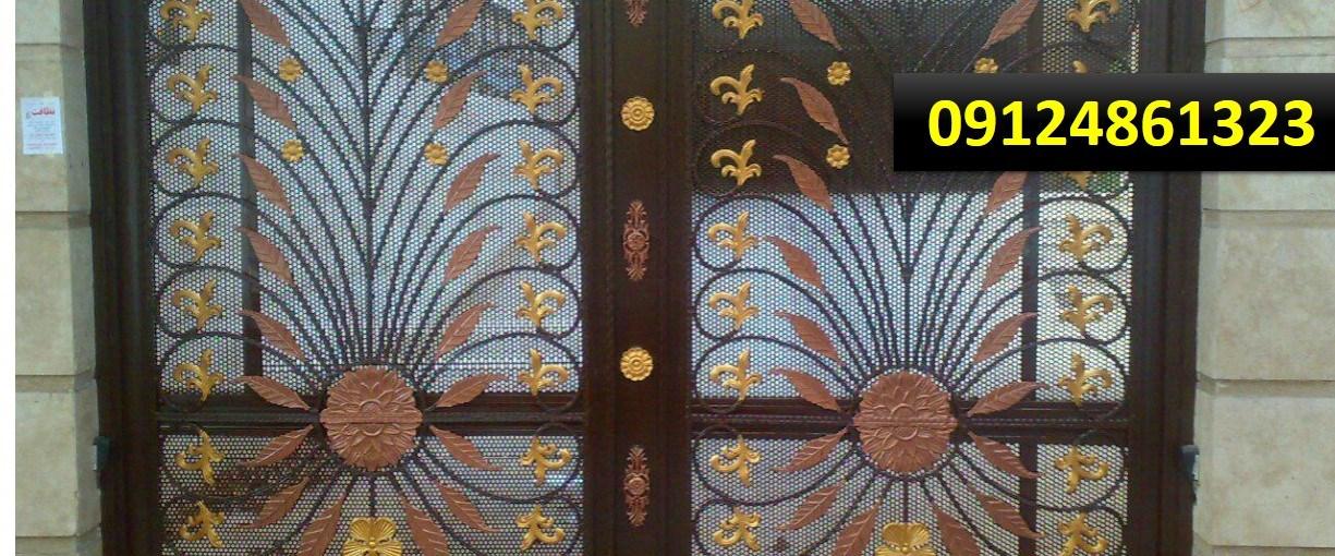 نمونه کار نقاشی درب آهنی ساختمان